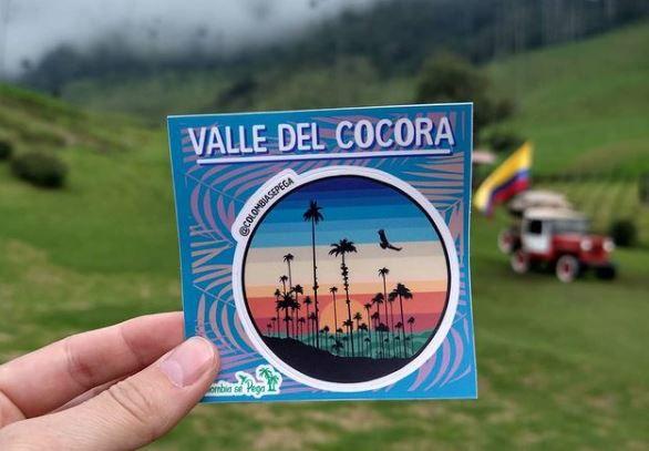 El negocio de stickers, camisetas y medias con diseños de lugares colombianos